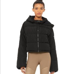 Alo yoga introspective puffer size small black